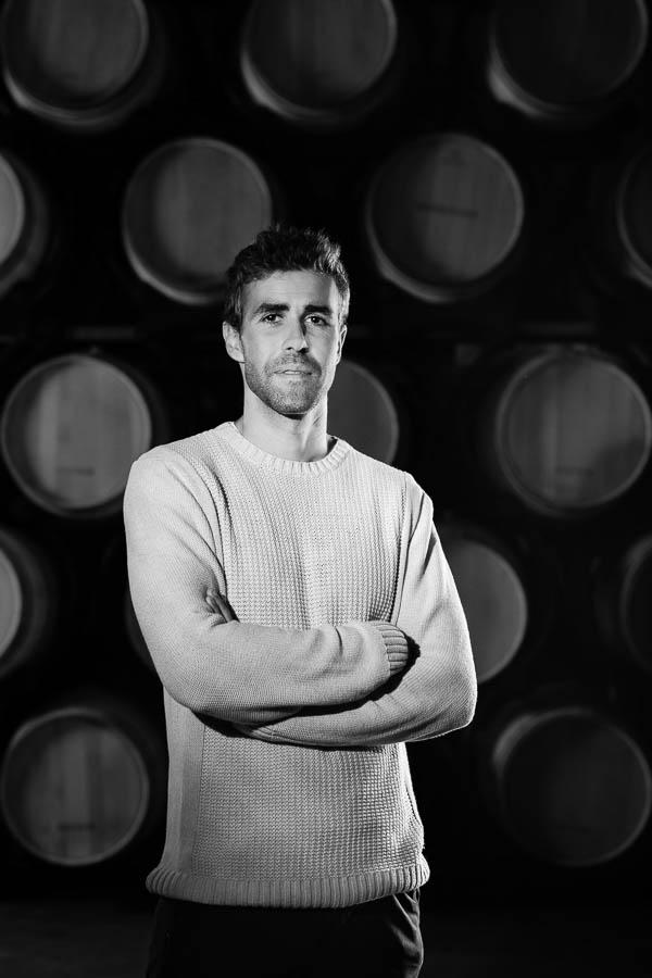 Portrait d'un vigneron en noir et blanc