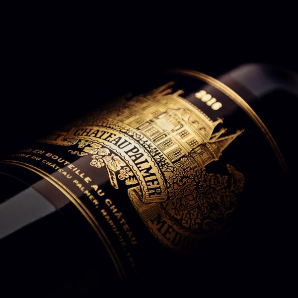 Packshot de bouteille sur fond noir