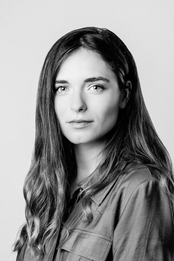 Portrait d'une jeune femme pour profil linkedin