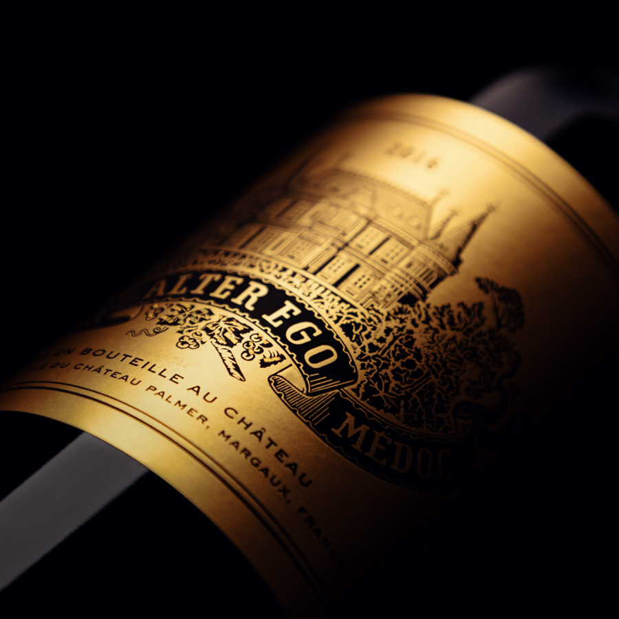 Packshot de bouteille de vin sur fond noir