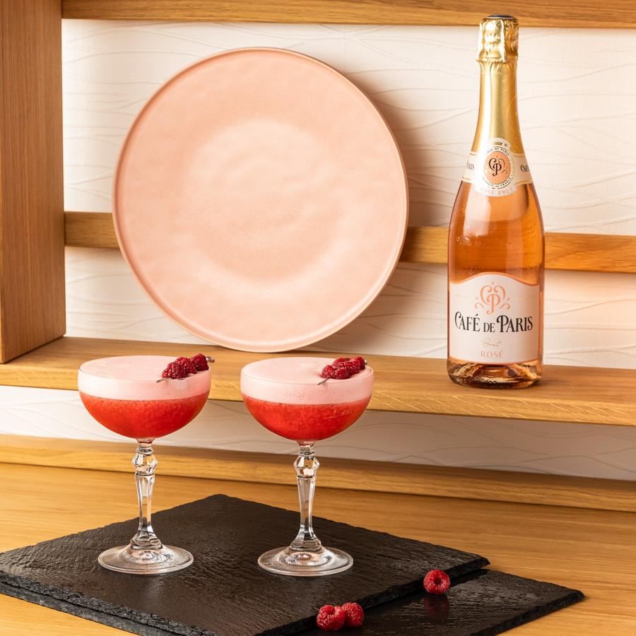 Photographie publicitaire en studio présentant les cocktails de la maison Café de Paris